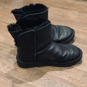 Uggs Black Leather Short Size 6 7
